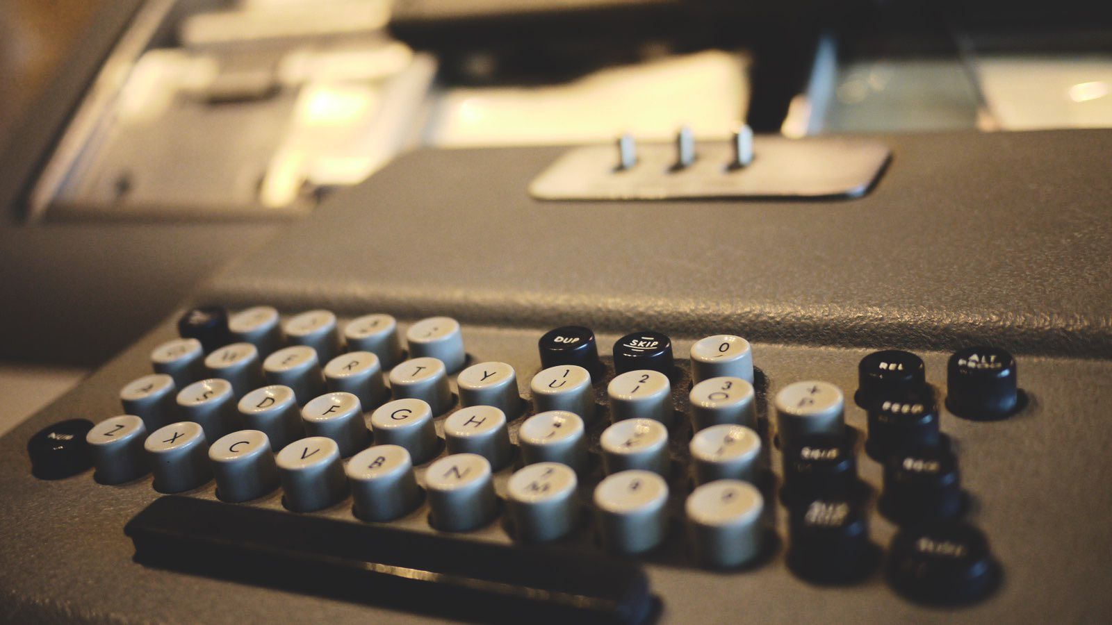 Bild »IBM Type 26 Printing Card Punch Keyboard« von Ivan Lian